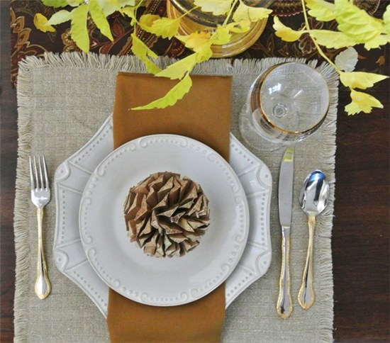 Pine cone place setting